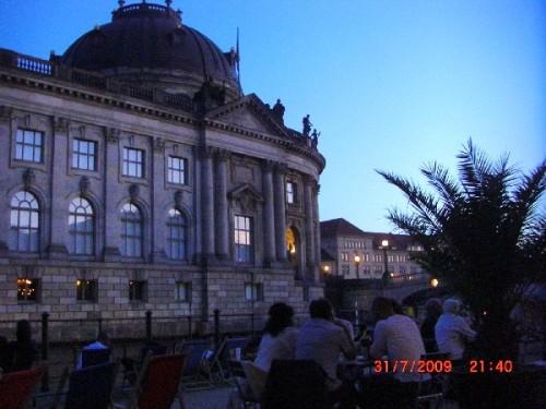 BERLIN 3 ZIMMER FERIENWOHNUNG ZENTRAL MITTE MUSEUMSINSEL BODEMUSEUM ZENTRUM MONTEURZIMMER